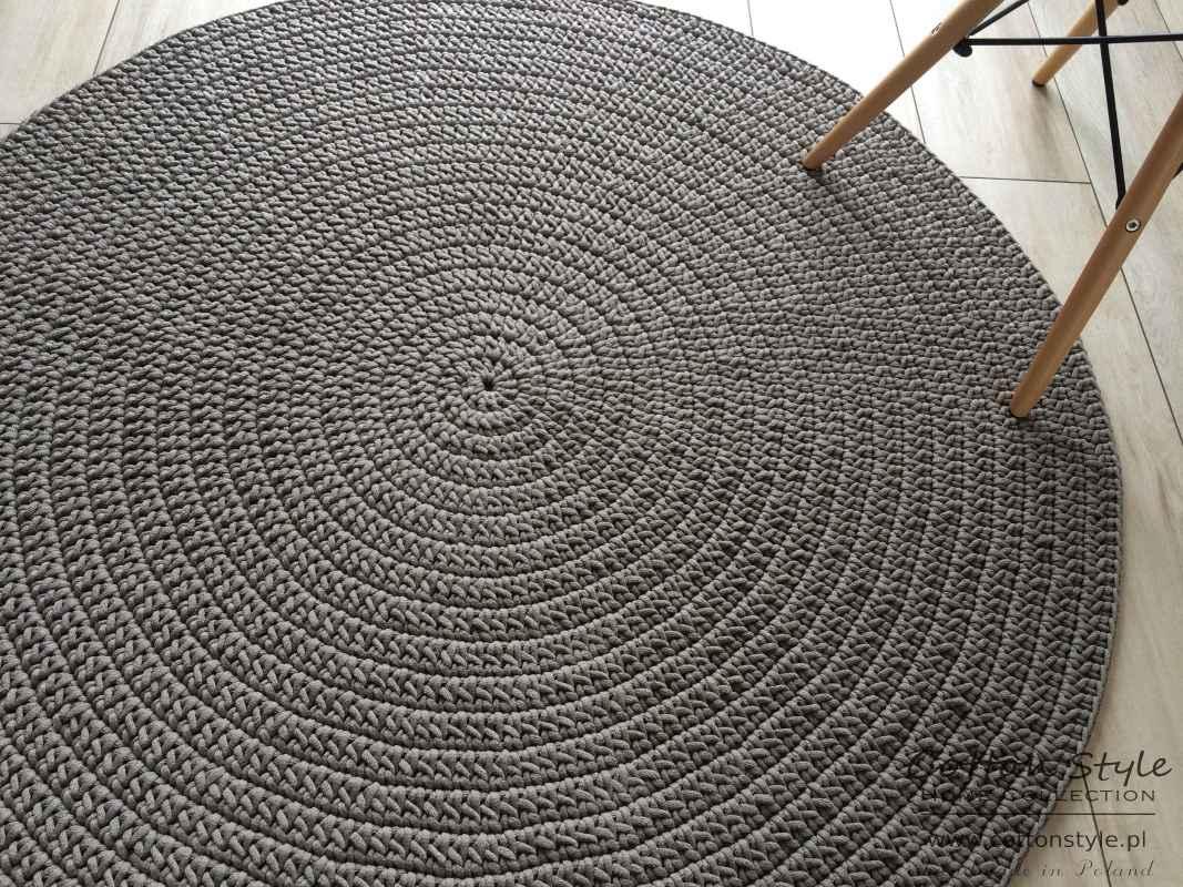 beżowy dywan ze sznurka